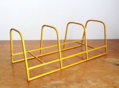 Vintage Yellow Plate Rack - Coated Yellow Wire Plate Holder - Vintage Metal…