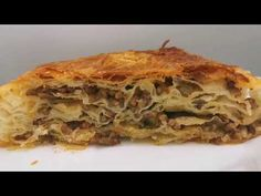 Delicious Börek with minced meat, super delicious and very easy! Borek Recipe, Gourmet Recipes, Healthy Recipes, Greek Chicken, Decorating Coffee Tables, Healthy Chicken, Food Print, Tasty, Lunch