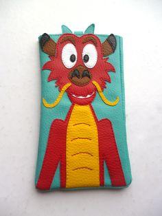 Housse téléphone dragon Mushu simili-cuir