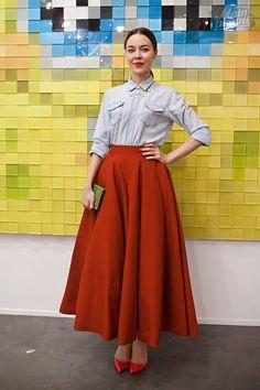 Falda larga roja de capa