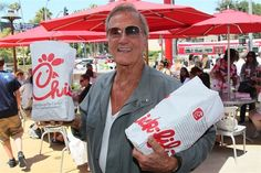CHICK FIL A - PAT BOONE!       TODAY HAS BEEN A GREAT TESTIMONY TO THE TRUTH THAT GOD BLESSES THOSE WHO REMAIN UNCOMPROMISINGLY RIGHTEOUS.   CHICK-FIL-A AND THE ESSENTIAL LESSON OF THE DAY. GOD IS GOOD! Good Ol, God Is Good, Profiles In Courage, Pat Boone, Churches Of Christ, How To Apologize, God Bless America, Patriots, Freedom