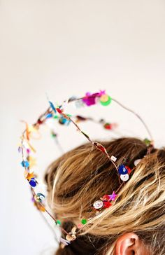 Fashioning a crown out of confetti sequins is a fun way to make a party tiara that will be loved by every birthday girl. The combination of colorful sequins and a minimal wild wire design makes a unique party look. With the crazy colors and explosive sequins, the crowns remind me a bit of fireworks. A …