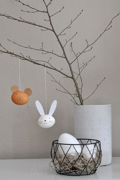 ★Les Tissus Colbert: Kelly´s Corner: Osterhase & Co im Querformat Kitchen Ornaments, About Easter, Diy Ostern, Easter Printables, Easter Holidays, Easter Party, Easter Crafts, Happy Easter, Diy For Kids