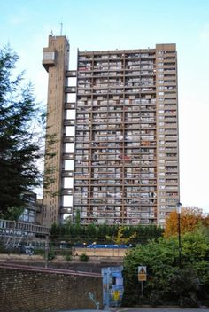 Trellick Tower by Andrea Klettner
