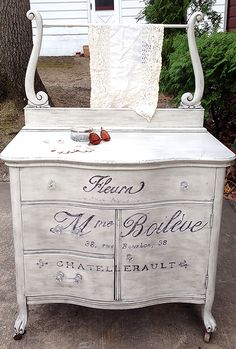 Painted French Washstand - Reader Featured Project - The Graphics Fairy Chalk Paint Furniture, Hand Painted Furniture, Furniture Projects, Furniture Makeover, Cool Furniture, Painted Dressers, Shabby Chic Furniture, Antique Furniture, Antique Dressers