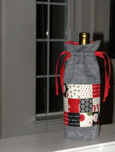 Holiday wine bag from Sew Fantastic