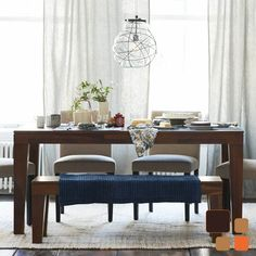 Añade un toque diferente a tu comedor, integrando una banca, además de estéticas son muy funcionales.   www.bodegademuebles.com