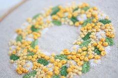 いいね!805件、コメント13件 ― @yula_handmade_2008のInstagramアカウント: 「* . ミモザとマーガレットのリース . 黄色いボンボンが可愛いです♪ . .…」