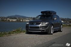 Take a look at the Imposing Gray VW Touareg Shod in Chrome Wheels photos and go back to customizing your vehicle with renewed passion. Vw Toureg, Touareg Vw, Thule Roof Rack, Chrome Wheels, Black Rims, Military Discounts, Us Images, Bmw X5, Offroad