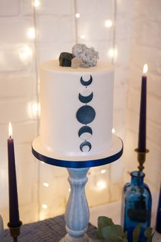 Celestial themed wedding cake, moon phases #everafterweddingcakes