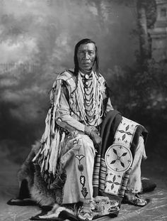 Free archive of historic Native American Indian Tribes Photographs, Pictures and Images. Photographs promote the Native American Tribes culture Native American Wisdom, Native American Pictures, Native American Beauty, Indian Pictures, Native American Tribes, Native American History, American Indians, Native Americans, Blackfoot Indian
