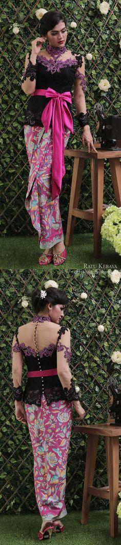Kebaya hitam dengan aplikasi bordir payet mirabella, dipadankan dengan rok lilit batik dan obi pita (IG @ratukebaya_medan)
