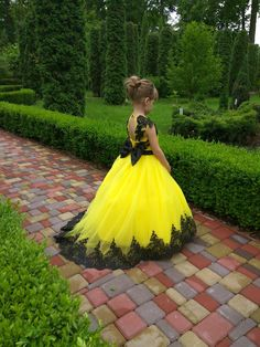 Yellow and black lace dress for birthday, toddler flower girl dress, junior bridesmaid dress, party dress for girls Baby Girl Birthday Dress, First Birthday Dresses, Girls Party Dress, Baby Dress, Dress Party, Toddler Flower Girl Dresses, Little Girl Dresses, Toddler Dress, Girls Dresses