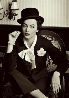 pin-up vintage make-up look (Idda Van Munster//Marlene Dietrich inspired) Moda Vintage, Vintage Girls, Vintage Woman, Foto Picture, Style Année 20, Idda Van Munster, Retro Fashion, Vintage Fashion, Pin Up