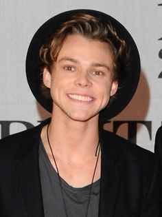 ashton irwin 2014 | Ashton Irwin Selfie Ashton-irwin-5-seconds-of- ...