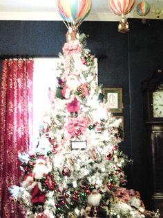WSG 2014 Santa's Comin' To Town tree