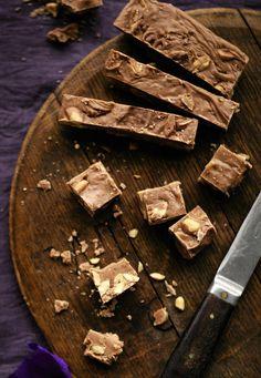 Suklaa-suolapähkinätoffee on helppo valinta aloittelevalle toffeen tekijälle. Lopputulos on vastustamaton.