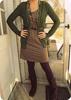 Belt brown tights, purple tights, colored tights, brown boots, corporate at Brown Tights, Purple Tights, Colored Tights, Brown Boots, Casual Winter Outfits, Fall Outfits, Fashion Outfits, Outfit Winter, Winter Boots
