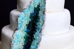 How To Decorate A Geode Cake - Leckereien - Gateau Crazy Cakes, Beautiful Cakes, Amazing Cakes, Amazing Wedding Cakes, Baking Recipes, Dessert Recipes, Delicious Desserts, Yummy Food, Cool Desserts