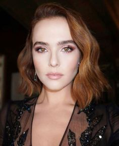 Zoey Deutch at the Golden Globes 2018 Shiny Hair, Wavy Hair, Red Hair, Damp Hair Styles, Short Hair Styles, Down Hairstyles, Wedding Hairstyles, Diy Wedding Hair, Fringes