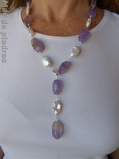 Collar  ajustable de plata y grandes amatistas y perlas barrocas en la tienda que he abierto en Etsy.