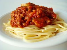 The rich, delicious flavor of this homemade spaghetti sauce is nothing short of amazing! Tried-and-true, this spaghetti sauce recipe really is the best. Sauce Recipes, Pasta Recipes, Beef Recipes, Dinner Recipes, Cooking Recipes, Recipies, Freezable Recipes, Italian Dishes, Italian Recipes