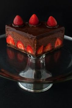 Valentine Day-Food idea-Chocolate Strawberry Mousse Cake - Chocolate cake filled with fresh strawberries and chocolate strawberry mousse and covered in chocolate ganache. Chocolate Cake With Strawberries, Chocolate Strawberry Pie, Chocolate Mousse Cake, Chocolate Cakes, Strawberry Mousse Cake, Strawberry Recipes, Chocolate Recipes, Sweets Cake, Cupcake Cakes