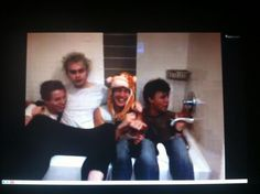anyone else watch the #5SOStwitcam tonight? A lot happened! IT WAS SO FUNNY LIKE UNLESS YOU WATCHED IT YOU HAVE NO IDEA!! #inthetubwith5sos