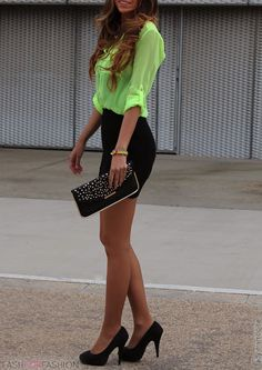 I normally hate neon everything but this looks so nice. I would love a blouse like that in any colour (I wouldn't be able to pull off that neon though)