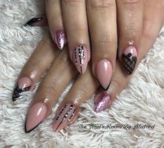 Channeling vibes from @getbuffednails used @vetro_international @vetro_usa gel pods colors: #022, #262 & #273  #thenailsroom #uñas #uñasdegel #uñasdecoradas #nails #gel #vetrogel #handpaintednailart #almondnails #nudenails #blacknails #dainty #prettynails #crystals #cutenails #nailitdaily #nailpro #nailsmagazine #nailprodigy #glitternails #sparkly