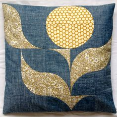"""Pappersaxsten's """"Solblomma"""" (sunflower) quilted cushion using Helena Cotton Poplin. #ourmakes #sunflower"""