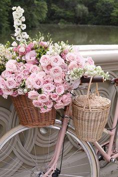 80 Awesome Spring Garden Decoration Ideas For Backyard & Front Yard - About Expert Design Vintage Flowers, Pink Flowers, Spring Decoration, Wedding Ceremony Music, Pink Bike, Romantic Cottage, Spring Garden, Pink Aesthetic, Flower Arrangements