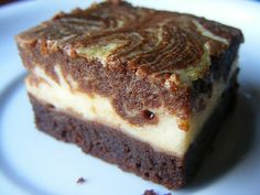 Márványos brownie Cheesecake Brownies, Sweet Cakes, Sweet Desserts, Banana Bread, Cake Recipes, Muffin, Food And Drink, Cooking Recipes, Favorite Recipes