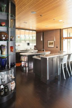 Glass house embraces its natural habitat on Kiawah Island Home Decor Trends, Home Decor Inspiration, Bamboo Wood Flooring, Bamboo Floor, Futuristic Home, Contemporary Kitchen Design, Glass House, Architect Design, Home Improvement