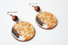 Krásne, šmrncovné a nebobyčajné šperky inšpirované slovenským folklórom.Klasické bezlôžkové náušničky majú afroháčiky z chirurgickej ocele a jemožné urobiť ich v priemere 3,5 alebo 4,2cm.Na všetky výrobky je možné..
