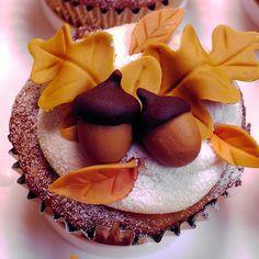 Beautiful autumn cupcake #autumn #cupcakes #acorns