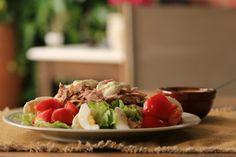 Pasta niçoise is een variant op de zeer bekende salade niçoise, heb je nog wat (volkoren) pasta over, dan is dit gerecht zo gemaakt.| Claudia's Keuken Pasta, Nicoise, Cobb Salad, Risotto, Tacos, Ethnic Recipes, Food, Nicoise Salad, Salads