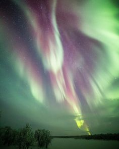 "Interesting one by rezphotography #astrophotography #contratahotel (o) http://ift.tt/2geqz4O""Send me an angel""  ---------- #photography #photooftheday #picoftheday #NorthernLights #Aurora #auroraborealis #AuroreBoreale #travel #Finland #lapland #laplandfinland #suomiretki @suomiretki @onlyinlapland @exploreinari @visitlapland @thisisfinland @ourfinland #instagood #instadaily #nofilter #Canon_Photos @canonnederland @canon_photos (EOS 5D3) #nightimages #nightphotography  #princely_shotz…"