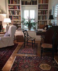 Home Living Room, Living Room Decor, Home Libraries, Cozy Living, Home Interior, Interior Livingroom, Classic Interior, Interior Ideas, Traditional House