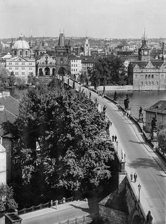 Prague of yesteryear. Courtesy of Vilém Heckel Archive Vintage Images, Most Beautiful Pictures, Paris Skyline, Cities, Archive, Black And White, Retro, World, Travel