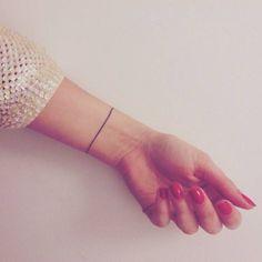 Simple modèle de tatouage bracelet au poignet