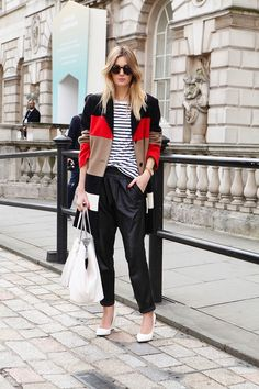 Earn your stripes. Camille Over The Rainbow Womens Fashion For Work, Look Fashion, Fashion Outfits, Net Fashion, Fashion Story, Street Fashion, Look Street Style, Street Chic, Street Wear