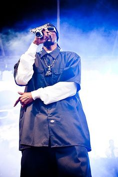 Snoop Dogg performing