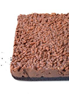 Amazing no bake Peanut Butter Rice Krispie Bars with an Oreo crust. You only need 6 ingredients to make these gorgeous chocolate treats! Oreo Dessert, Brownie Desserts, Mini Desserts, Dessert Bars, Just Desserts, Dessert Recipes, Fudge Recipes, Desserts Menu, Baking Desserts