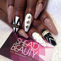Squaletto nails design