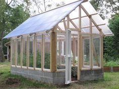 Pretty greenhouse ideas greenhouselife small urban garden and greenhouse ideas Diy Greenhouse Plans, Backyard Greenhouse, Small Greenhouse, Greenhouse Wedding, Portable Greenhouse, Back Gardens, Small Gardens, Pergola, Growing Plants