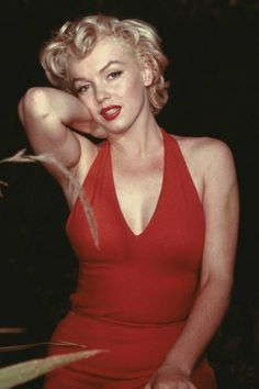 Marilyn Monroe in a red dress and red lip is EVERYTHING we hope to channel for date night beauty.