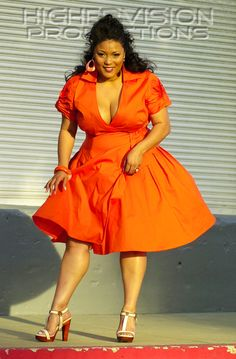 Big beautiful curvy real women real sizes with curves accept your body sizes love yourself no guilt plus size body conscientiousness fashion Fragyl Mari embraces you! Curvy Girl Fashion, Look Fashion, Plus Size Fashion, Look Plus Size, Plus Size Women, Plus Size Dresses, Plus Size Outfits, Plus Zise, Look 2015