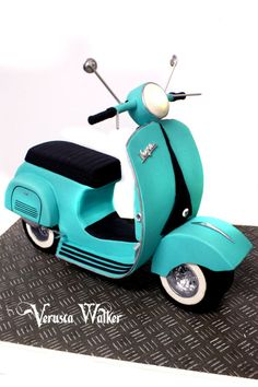 Vespa by Verusca Walker Cake Crazy Cakes, Fancy Cakes, Cute Cakes, Cake Decorating With Fondant, Cake Decorating Tutorials, Unique Cakes, Creative Cakes, Vespa Cake, Beautiful Cakes
