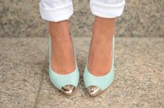 Metallic point! We are just in love with this trend. Cute Shoes, Me Too Shoes, Mint Pumps, Mint Shoes, Green Shoes, Gold Tips, Turquoise Heels, Teal Heels, Gold Heels